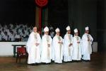 plusieurs évêques étaient présents
